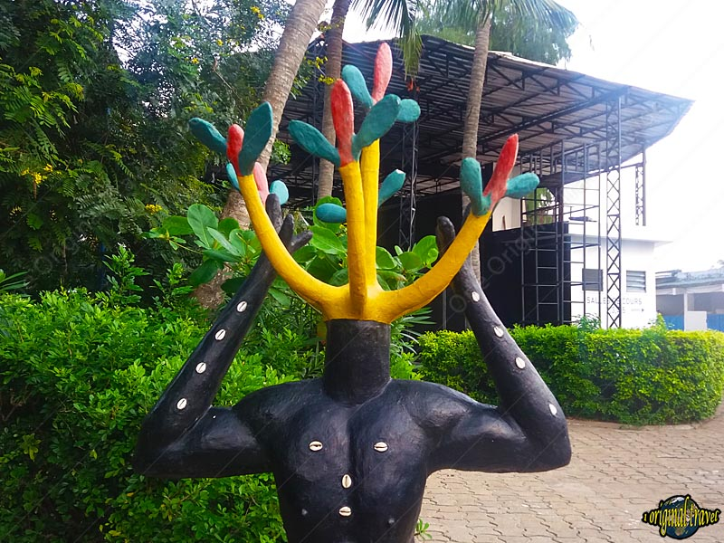 Sculpture au CCF de Cotonou - Bénin - One Original Travel Guide