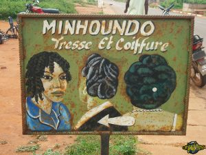 one-original-travel-guide-artisans-benin-afrique-coiffure-minhoundo