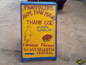 one-original-travel-guide-benin-afrique-sante-pharmacope-thank-god