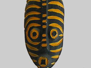 original-travel-guide-art-benin-afrique-masque-jaune-noir