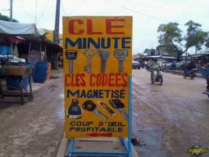 original-travel-guide-commerce-benin-afrique-cle-minute-code-magnetise
