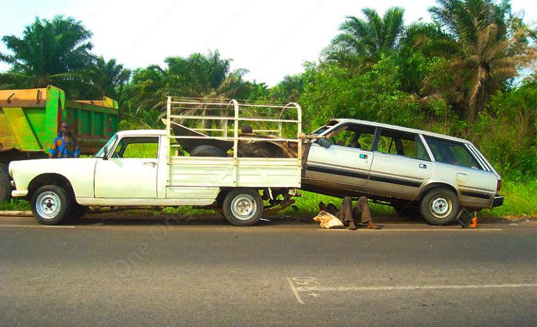Afrique : Dépannage en Famille – Peugeot 404 – 505
